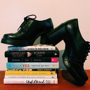 VINTAGE • Black Heeled Platform Oxfords